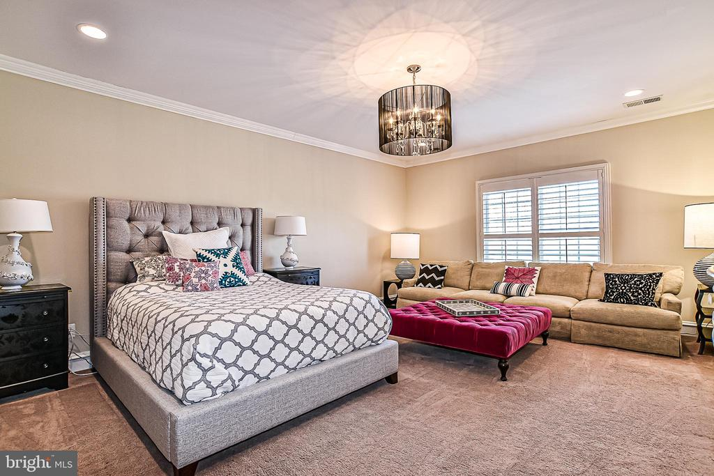 Upper Level Bedroom Suite (3) - 2555 VALE RIDGE CT, OAKTON