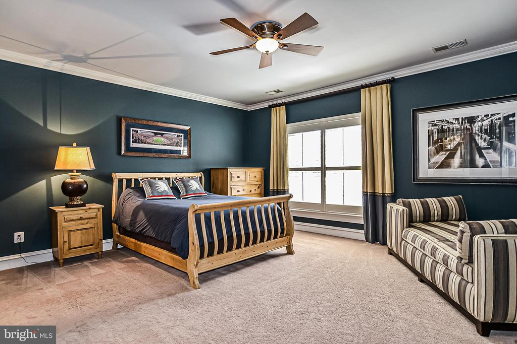 Upper Level Bedroom Suite (4) - 2555 VALE RIDGE CT, OAKTON