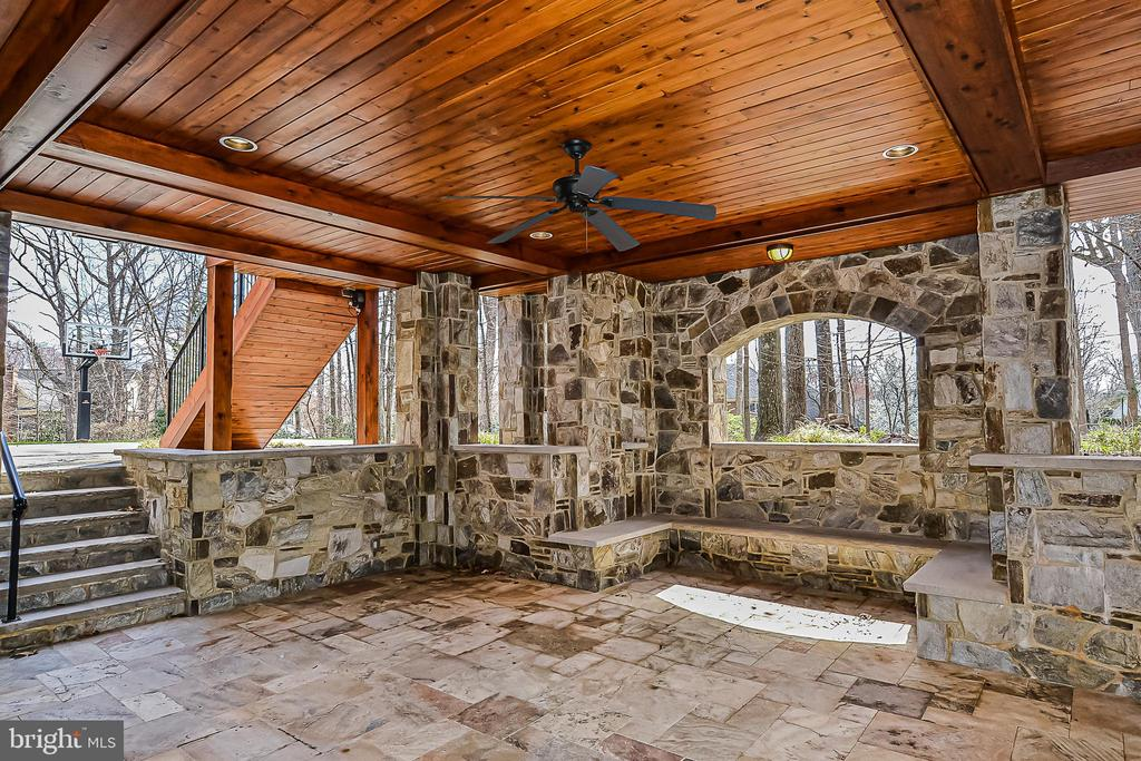 Walkout to covered LL Travertine/Stone Patio - 2555 VALE RIDGE CT, OAKTON