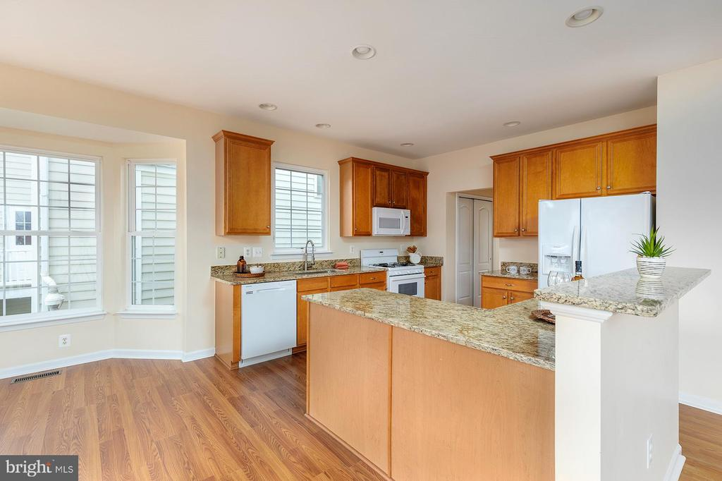 Kitchen with New Granite Countertops - 42571 PELICAN DR, CHANTILLY