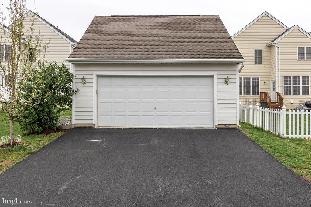 Two Car Garage - 42571 PELICAN DR, CHANTILLY