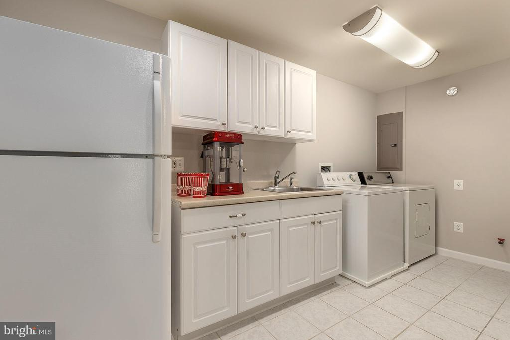 Lower Level Kitchenette with Second Laundry - 42571 PELICAN DR, CHANTILLY