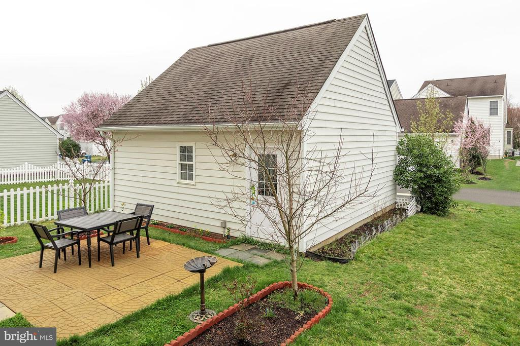 Patio with Fruit Trees - 42571 PELICAN DR, CHANTILLY