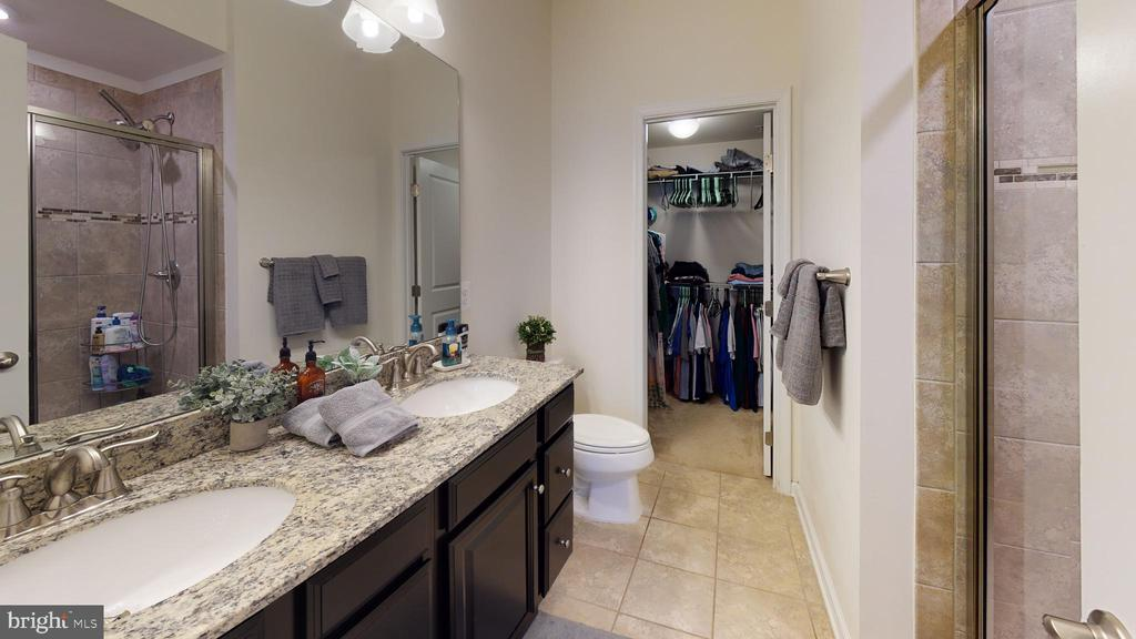 Luxurious tiled bath and walk in closet - 416 HAUPT SQ SE, LEESBURG