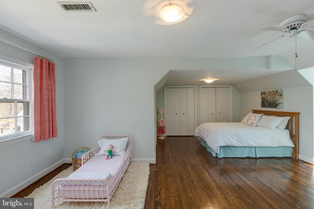 Upper level 2nd bedroom - 4635 35TH ST N, ARLINGTON