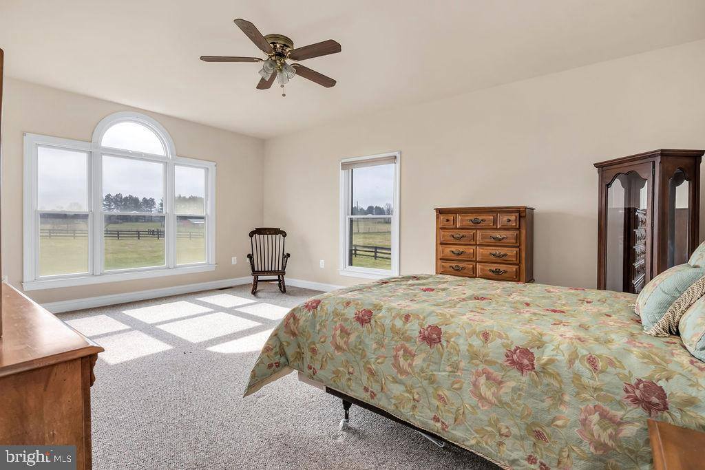 2nd Large Main Level Bedroom - 39032 FRY FARM RD, LOVETTSVILLE