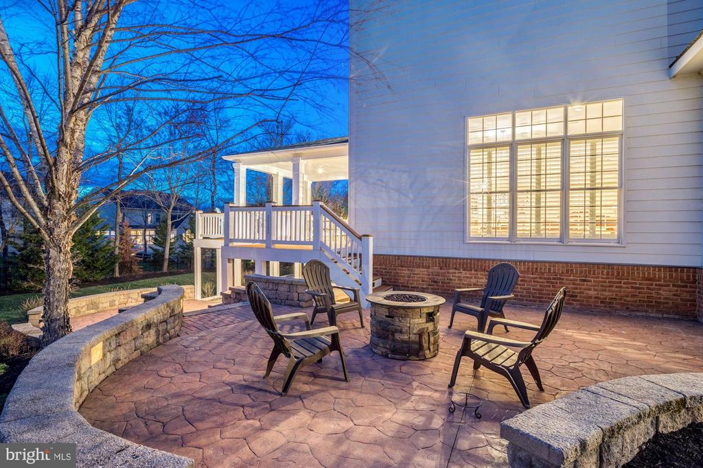 Side Patio with Firepit - 18777 UPPER MEADOW DR, LEESBURG