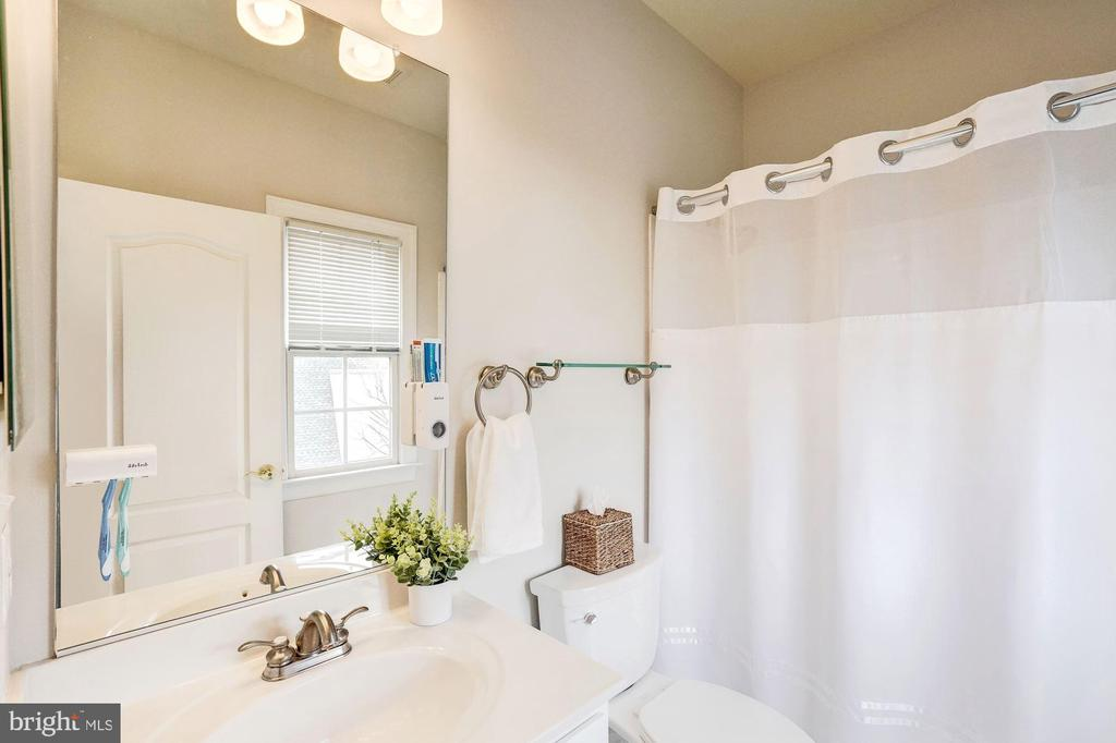 Private Full Bath #3 for Bedroom #3 - 18777 UPPER MEADOW DR, LEESBURG