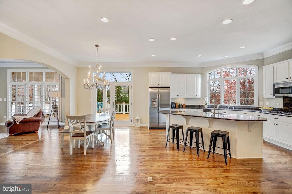 Spacious Eat-In Kitchen Area - 18777 UPPER MEADOW DR, LEESBURG