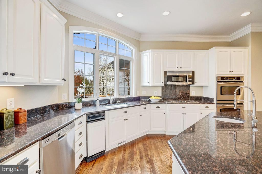 Freshly Painted Kitchen Cabinets - 18777 UPPER MEADOW DR, LEESBURG
