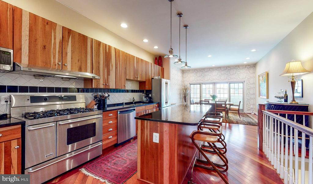 Gourmet kitchen open to dining room - 124 S PATTERSON PARK AVE, BALTIMORE