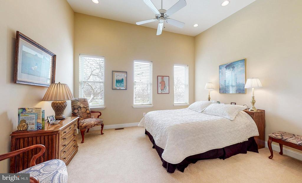 Third floor, 3rd bedroom vaulted ceilings - 124 S PATTERSON PARK AVE, BALTIMORE