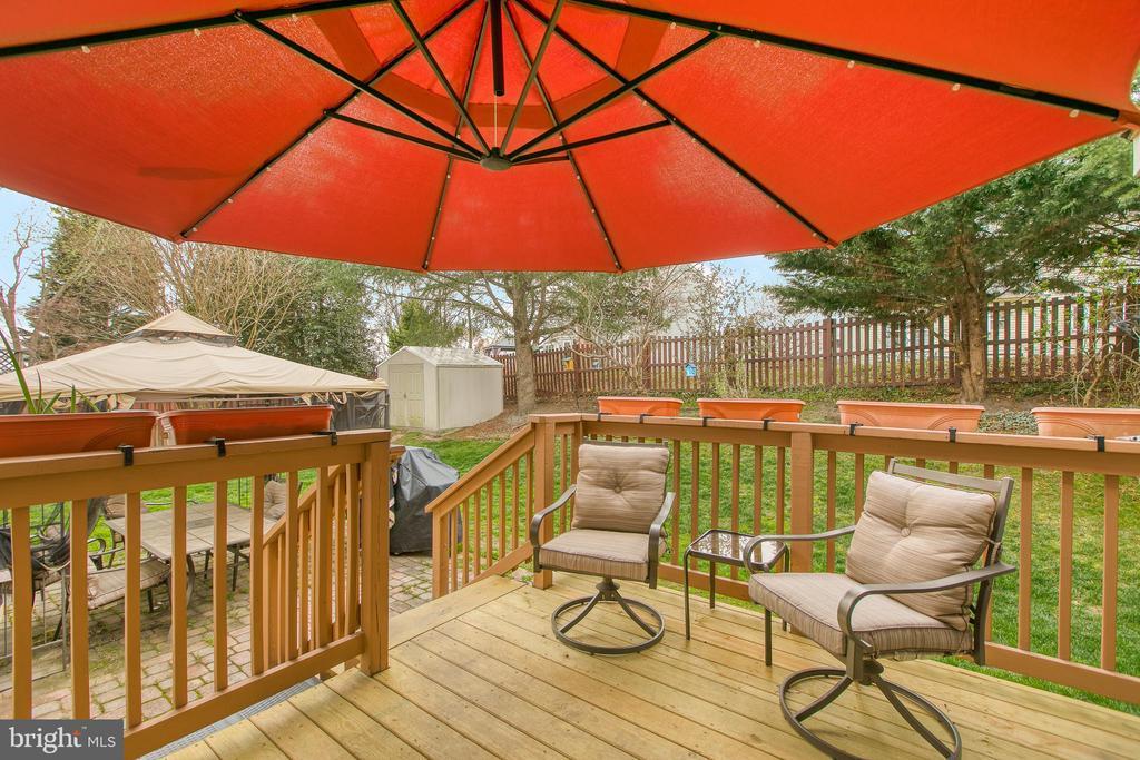 New wood deck in fenced backyard - 102 NORTHAMPTON BLVD, STAFFORD