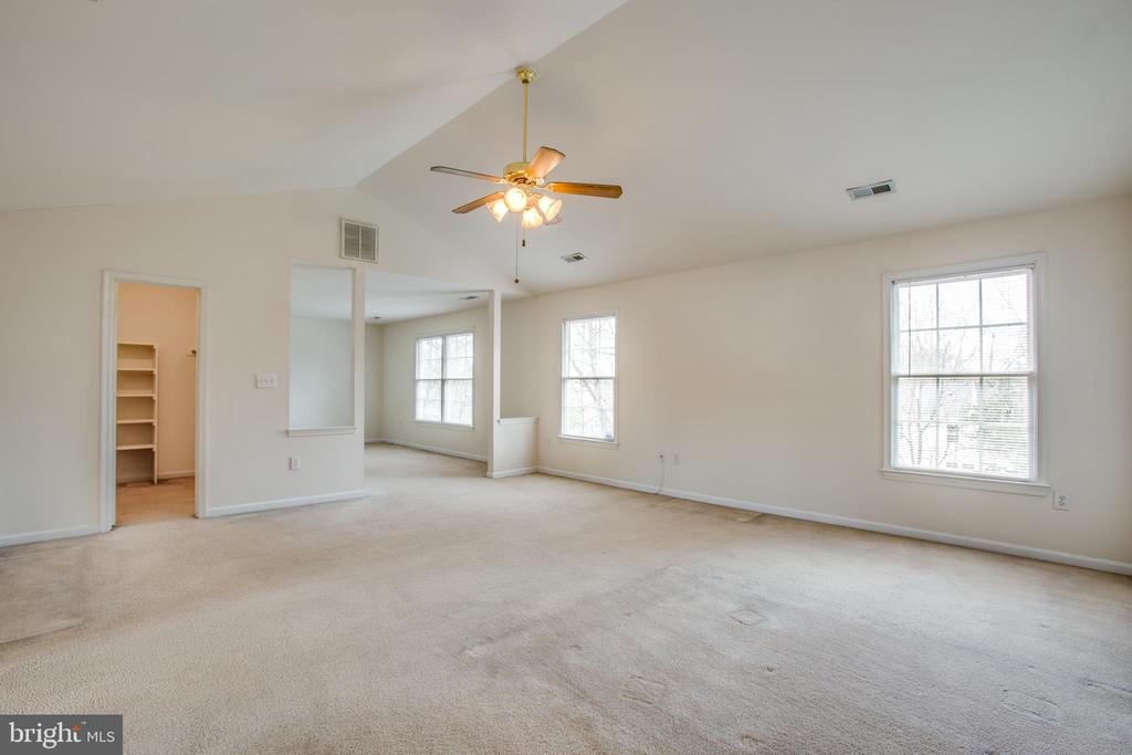 Master Bedroom with cathedral ceiling - 11617 DUCHESS DR, FREDERICKSBURG