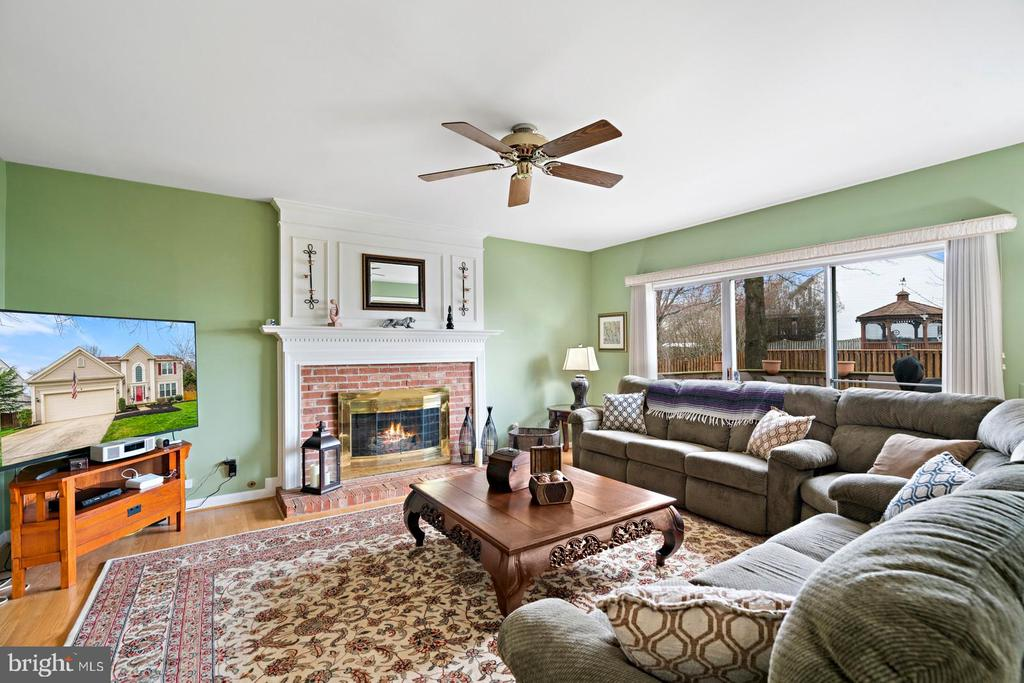 Large Family Room with Fireplace & Access to Deck - 201 STONELEDGE PL NE, LEESBURG