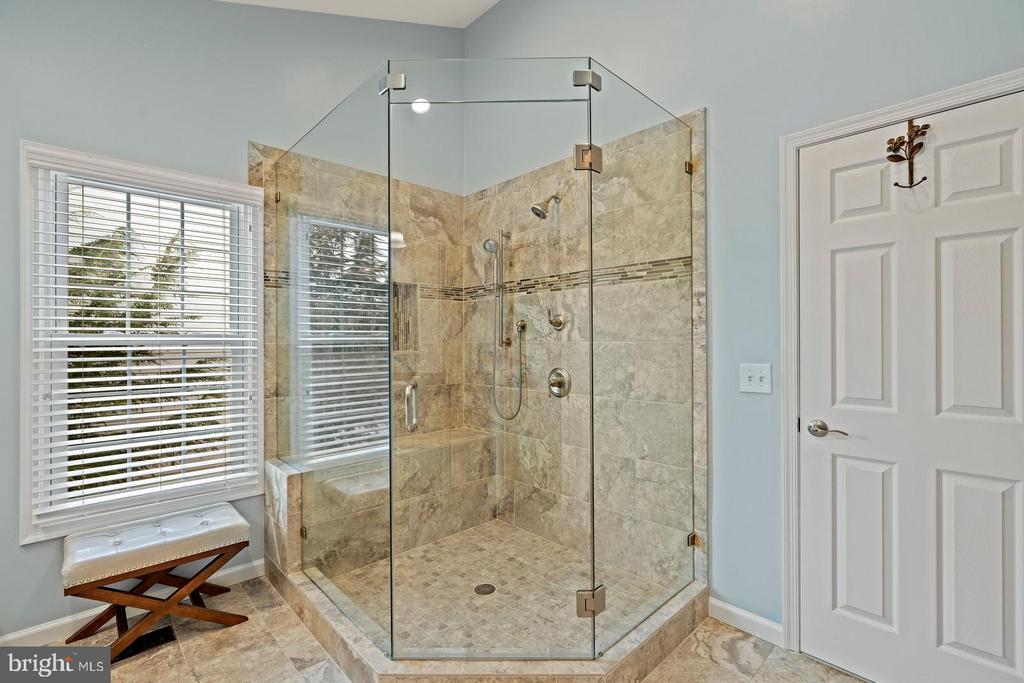 Renovated Owners Bath with Large Shower - 201 STONELEDGE PL NE, LEESBURG