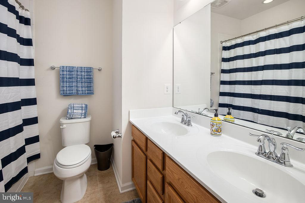Full Bath - 31 LIBERTY KNOLLS DR, STAFFORD