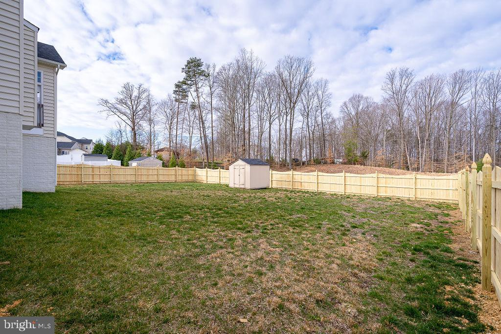 Level yard fully fenced - 31 LIBERTY KNOLLS DR, STAFFORD