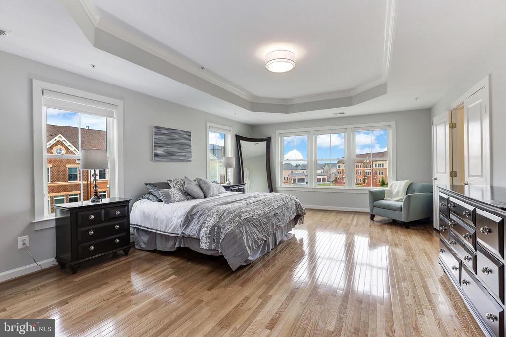 Large master bedroom - 44715 PLYMPTON SQ, ASHBURN