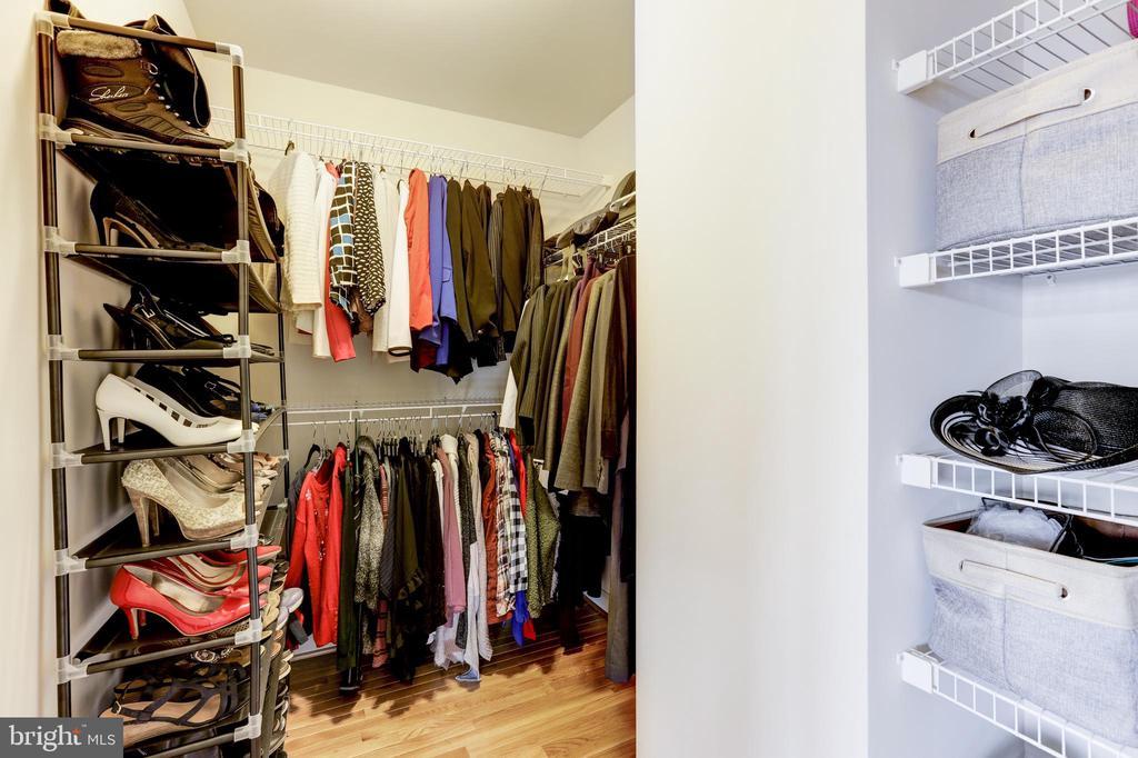 Walkin closet - 44715 PLYMPTON SQ, ASHBURN