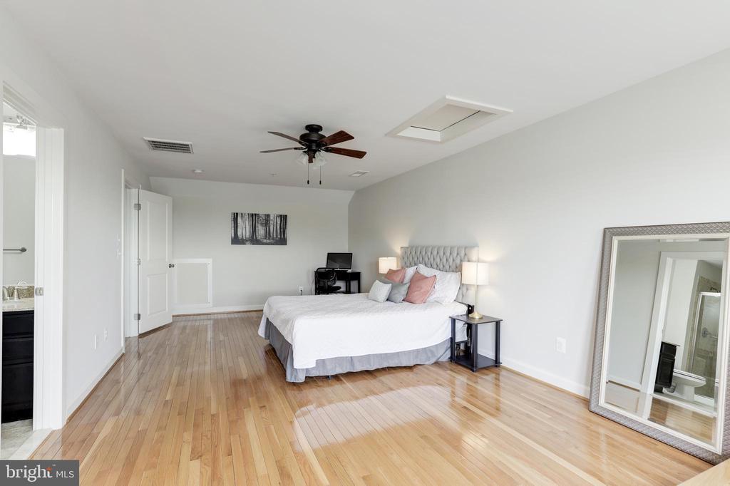 4th level bedroom + Loft area! - 44715 PLYMPTON SQ, ASHBURN