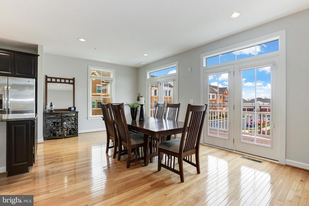 Dining area over overlooking balcony - 44715 PLYMPTON SQ, ASHBURN