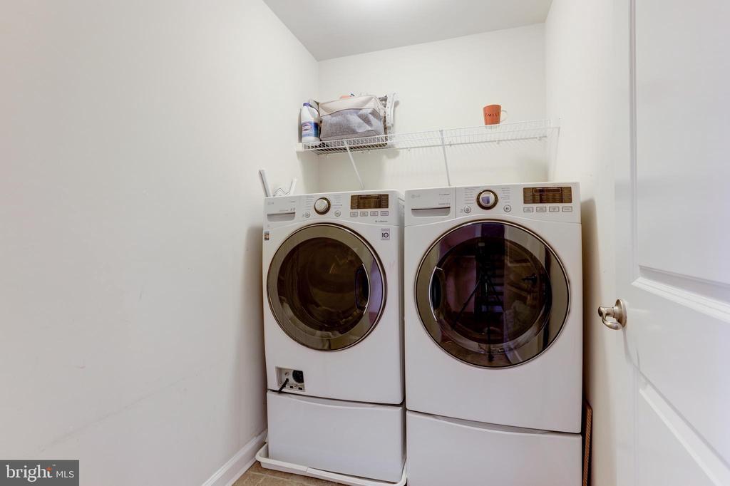 Bedroom level laundry room - 44715 PLYMPTON SQ, ASHBURN