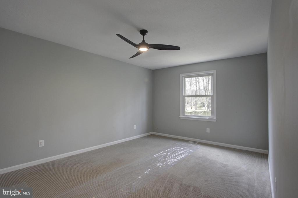 Large 11x16' 2nd Upper Bedroom with Ceiling Fan - 1430 AQUIA DR, STAFFORD