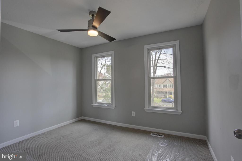 9x11' Upper 3rd  Bedroom with Ceiling Fan & Light - 1430 AQUIA DR, STAFFORD