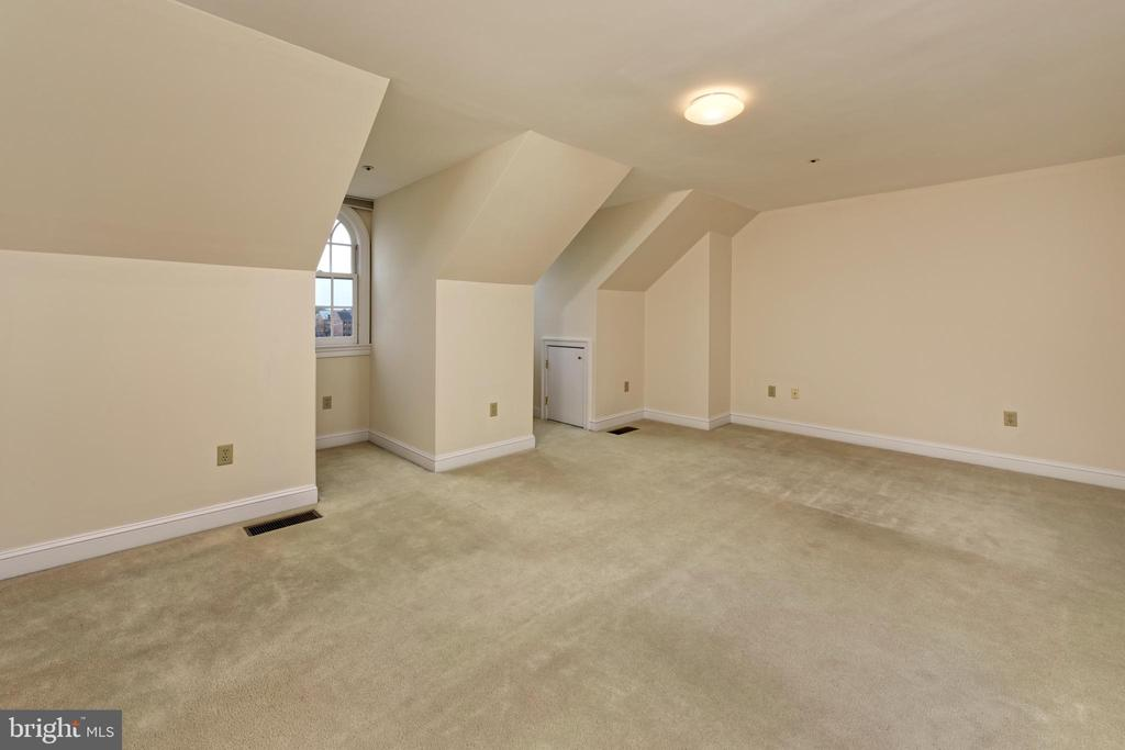 An enormous guest room  with river vistas - 19 WILKES ST, ALEXANDRIA