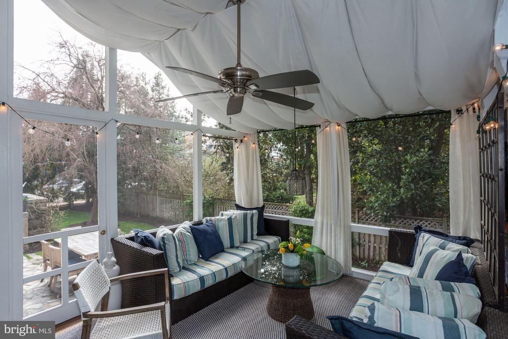 Screened in porch - 3601 MACOMB ST NW, WASHINGTON