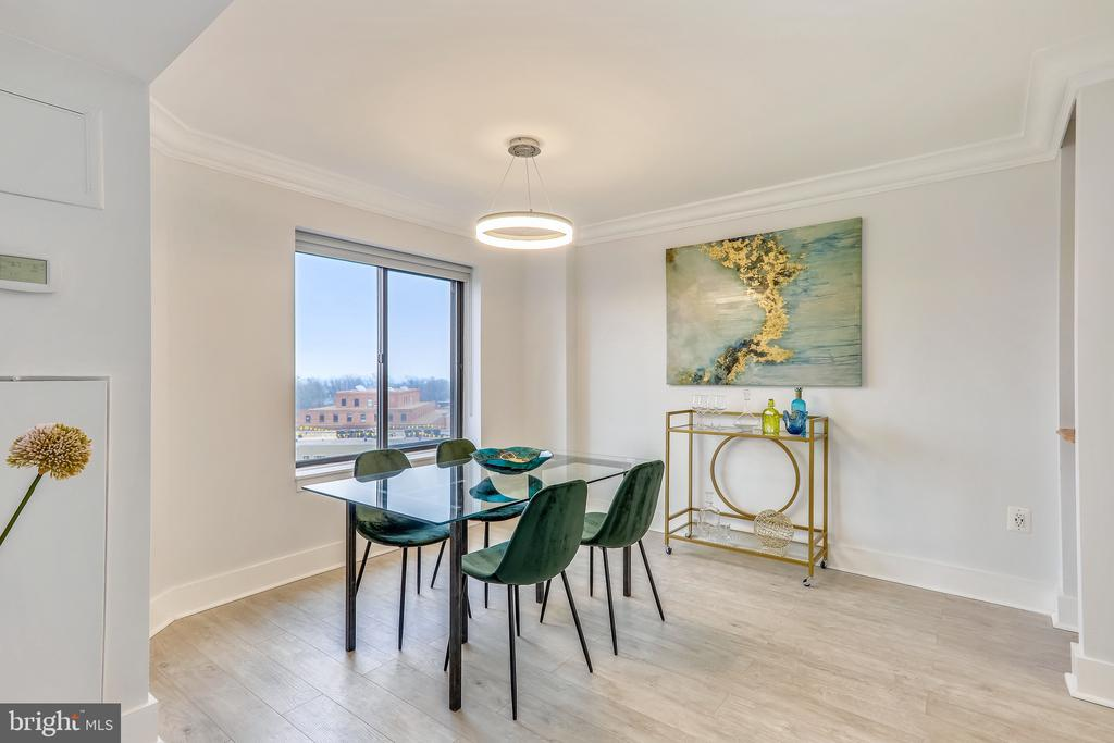 Spacious Dining Area with Monument Views - 2111 WISCONSIN AVE NW #PH7, WASHINGTON