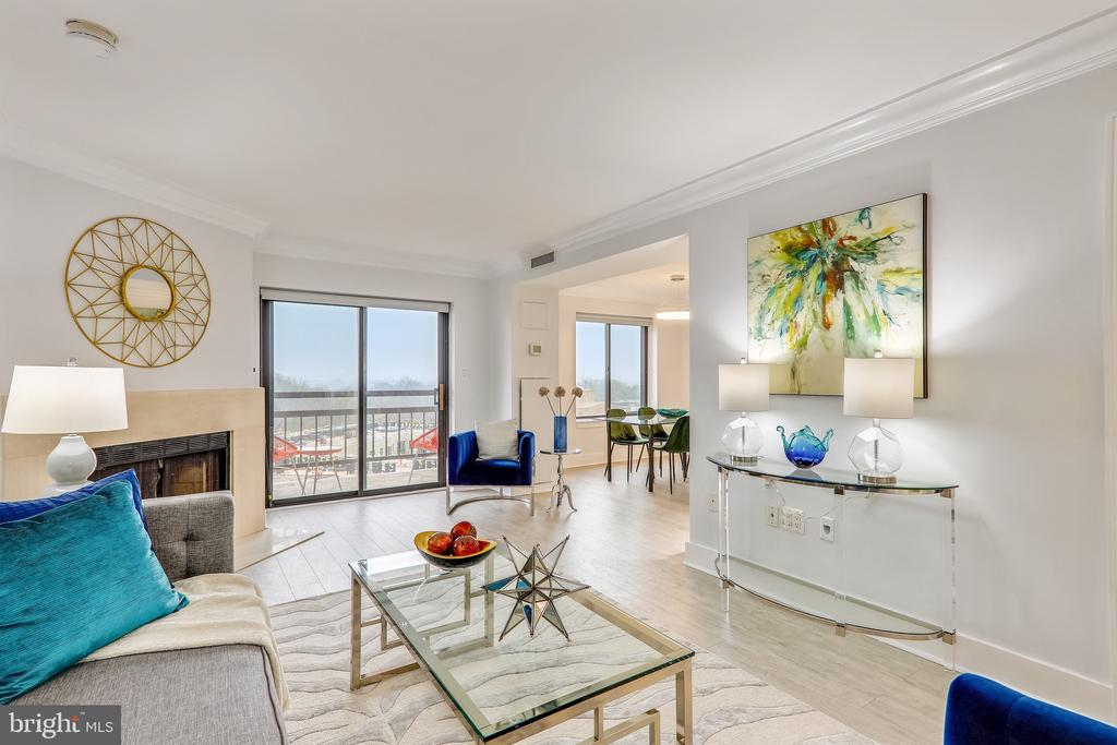 Living Room Perfect for Entertaining - 2111 WISCONSIN AVE NW #PH7, WASHINGTON
