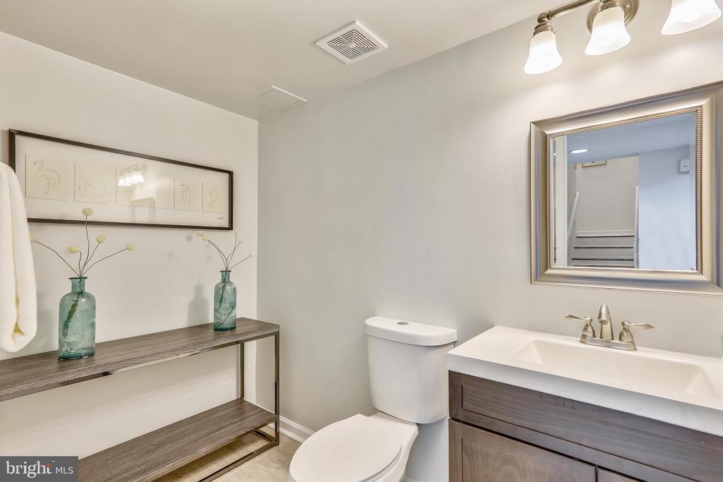 Updated Half Bath on Main Level - 2111 WISCONSIN AVE NW #PH7, WASHINGTON