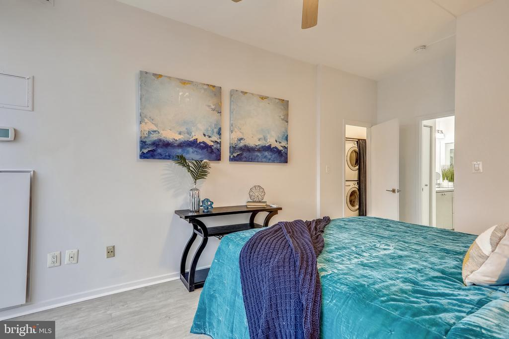 High Ceilings and Ceiling Fan - 2111 WISCONSIN AVE NW #PH7, WASHINGTON