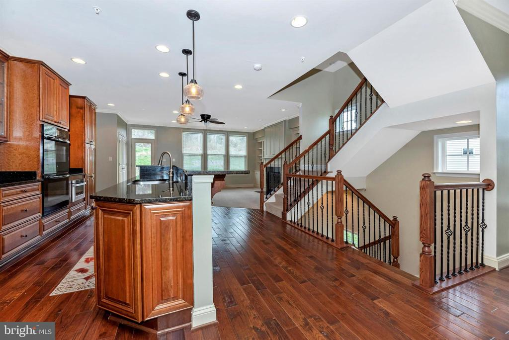 Open floorplan ... even the railing is upgraded - 6961 COUNTRY CLUB TER, NEW MARKET