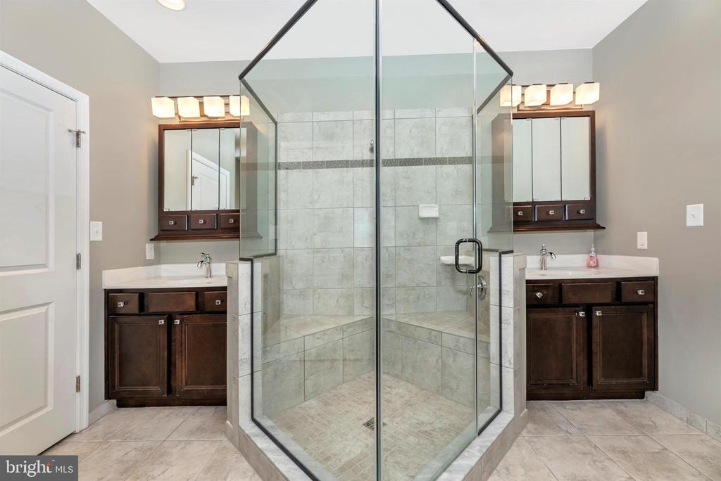 Master bath with custom shower and vanities - 6961 COUNTRY CLUB TER, NEW MARKET