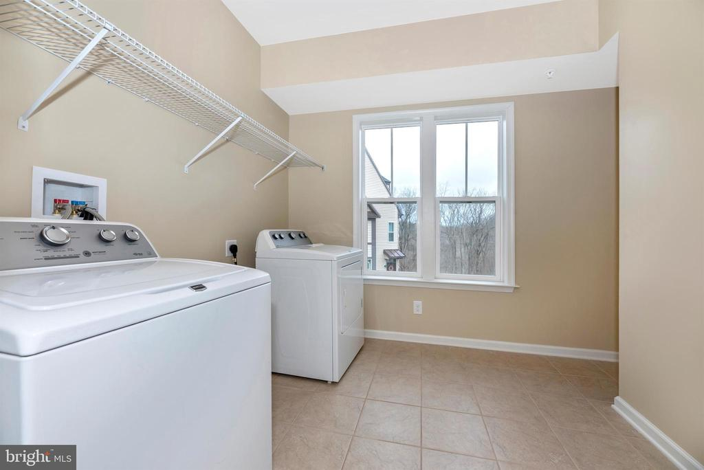 Laundry room - generous space with natural light - 6961 COUNTRY CLUB TER, NEW MARKET