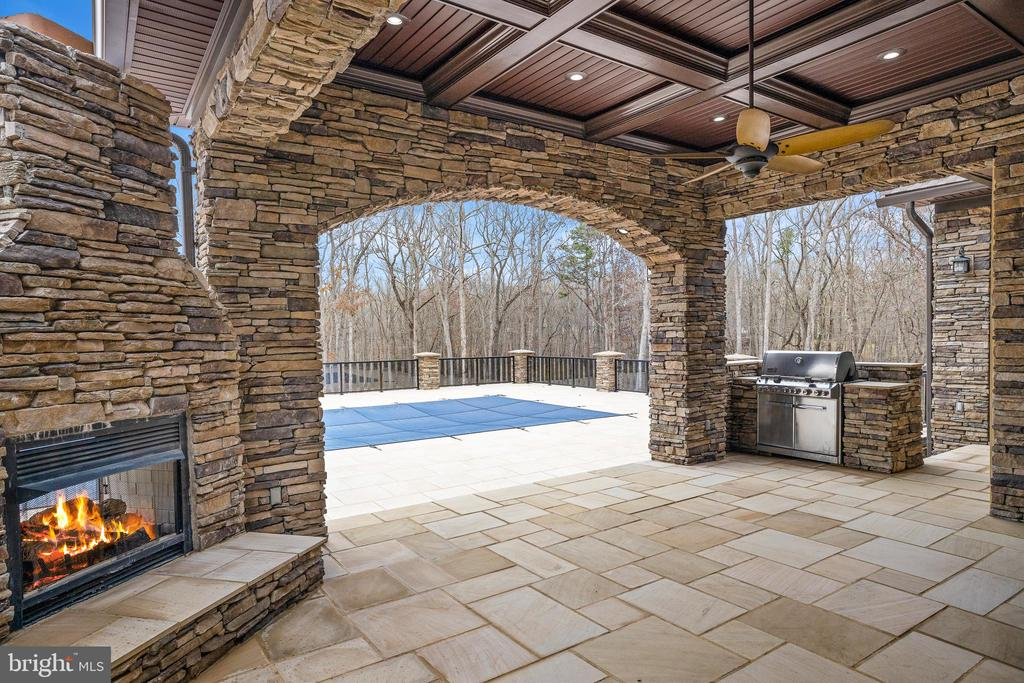 Patio with Fireplace and Grill - 10403 TREATY CT, SPOTSYLVANIA