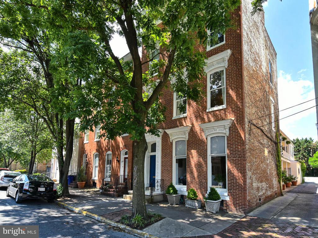 Exquisite Historic detached home! - 121 W 2ND ST, FREDERICK