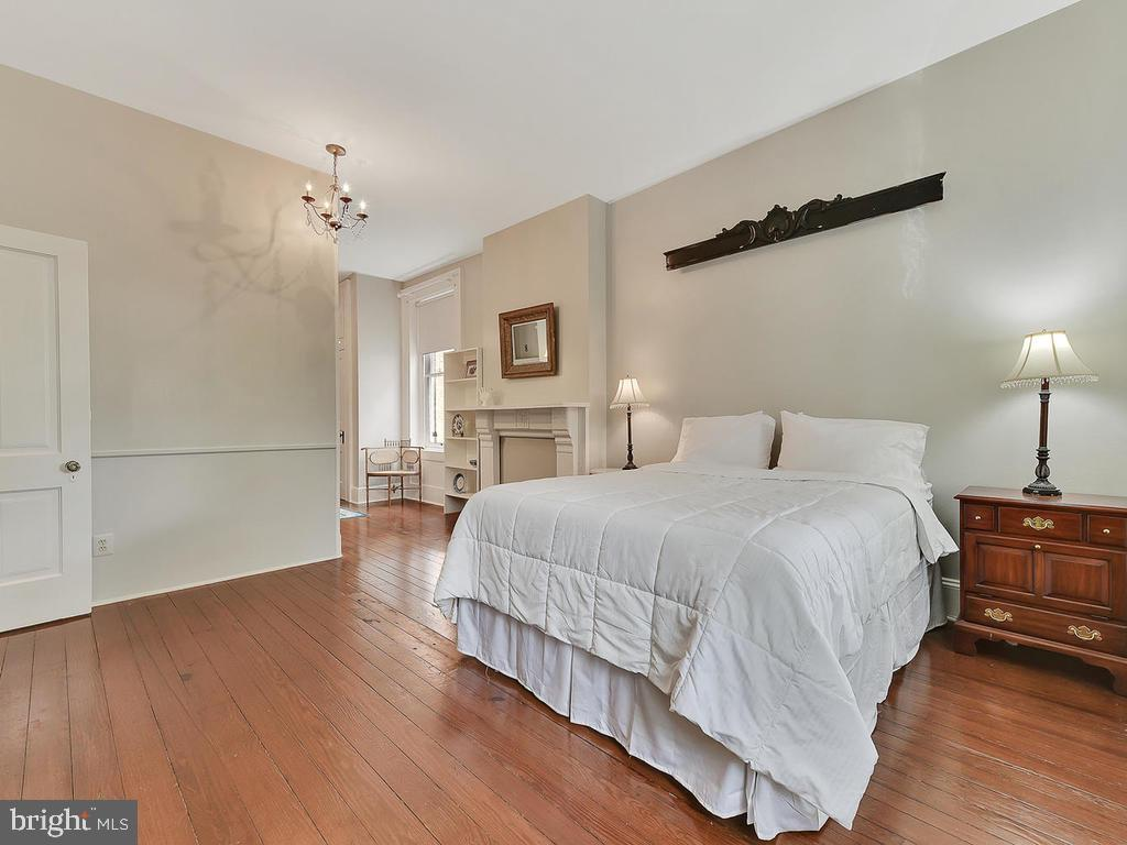 Freshly painted, with immaculate flooring~ - 121 W 2ND ST, FREDERICK