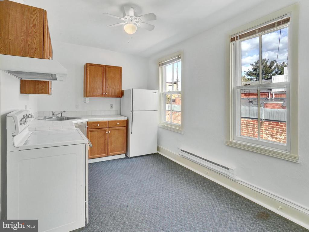Full sized kitchen - 121 W 2ND ST, FREDERICK
