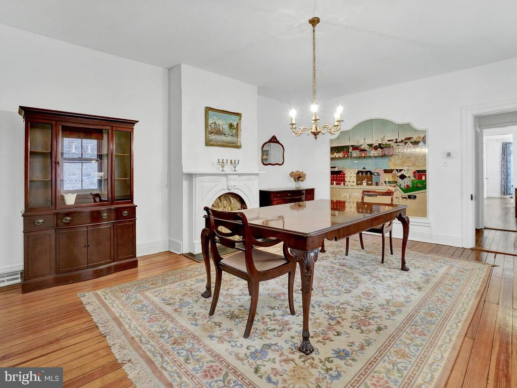 Expansive with original flooring! - 121 W 2ND ST, FREDERICK