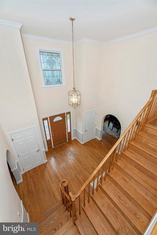 Two story foyer - 4917 MUSSETTER RD, IJAMSVILLE