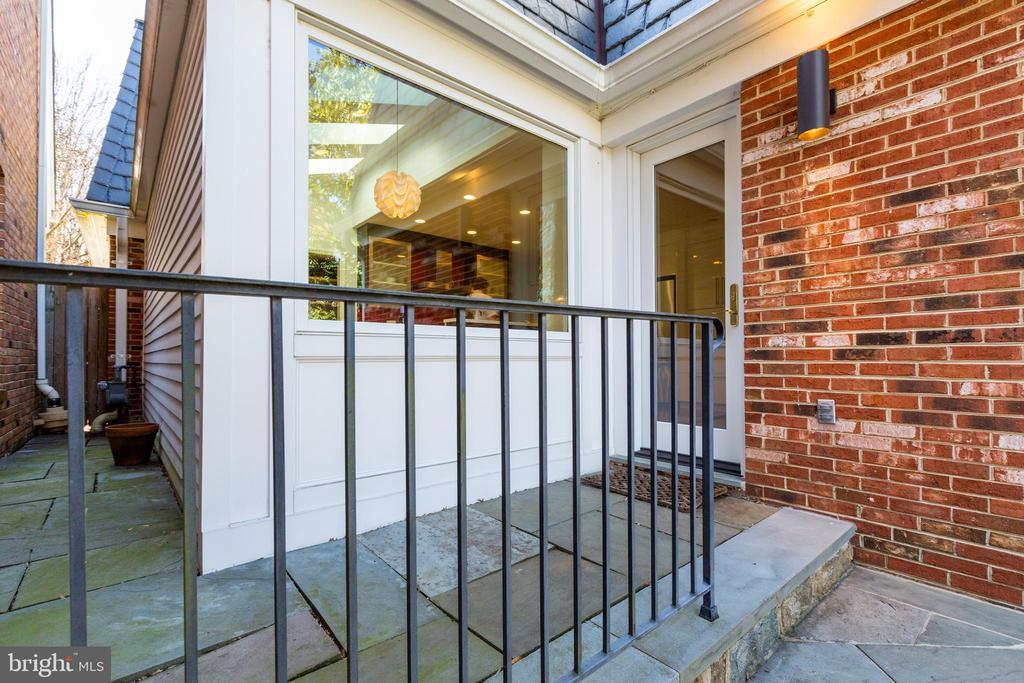 Side door - 4311 TORCHLIGHT CIR, BETHESDA