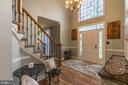 Palladian and transom windows for natural light - 20226 BROAD RUN DR, STERLING