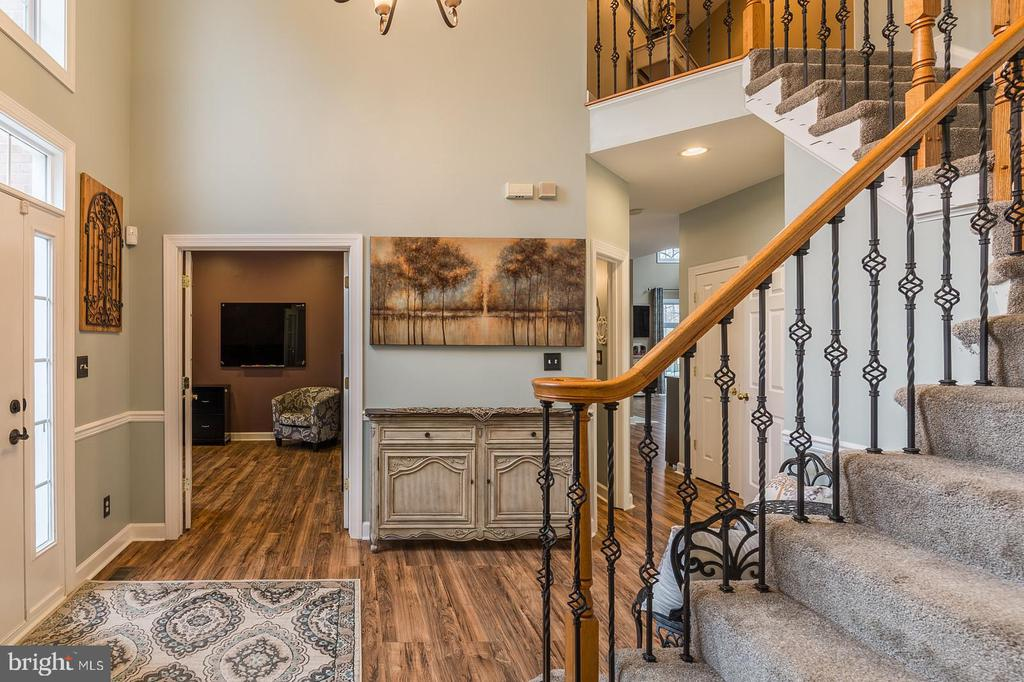 Foyer with elegant chandelier toward office - 20226 BROAD RUN DR, STERLING