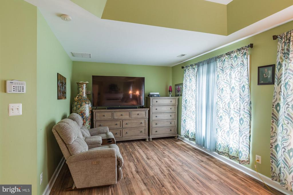 Sitting room is sweet in this suite! - 20226 BROAD RUN DR, STERLING