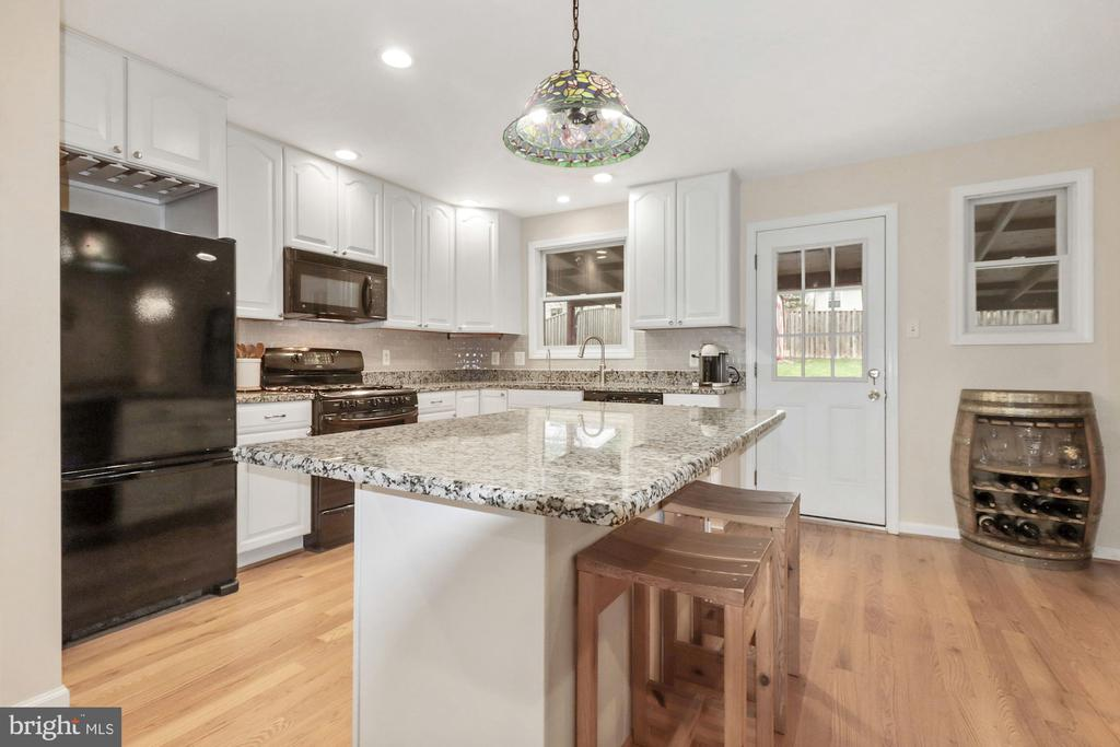 Never miss a conversation in this open space! - 6814 JEFFERSON AVE, FALLS CHURCH