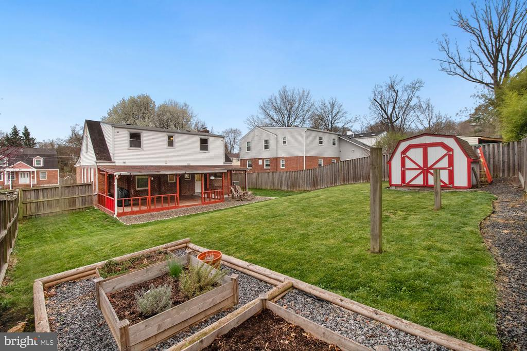 Huge backyard! - 6814 JEFFERSON AVE, FALLS CHURCH